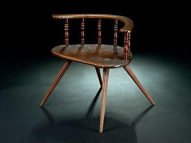 Hampel-62120008Ausgestellte-Beine,-halbrunde-Sitzfläche,-die-Sprossen-gedrechselt.-H.-64-cm.-1846.-(621208)