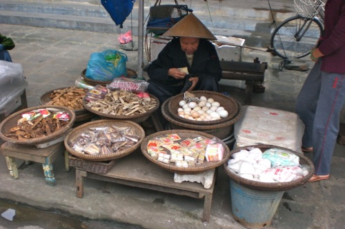 Market in the ancient town of Hoi An, Central Vietnam - © B. Miller