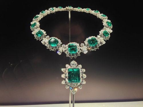 "Emerald and diamond necklace from the Elizabeth Taylor Collection at ""The Art of Bulgari"" exhibit at the de Young Museum in San Francisco - Richard Burton gave this to Liz as a wedding gift - © de Young Museum"