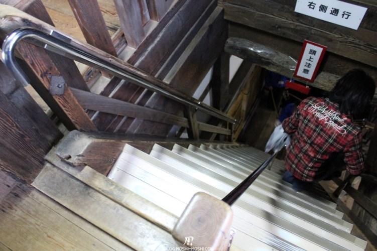 chateau-hikone-escalier-abrupte-etage