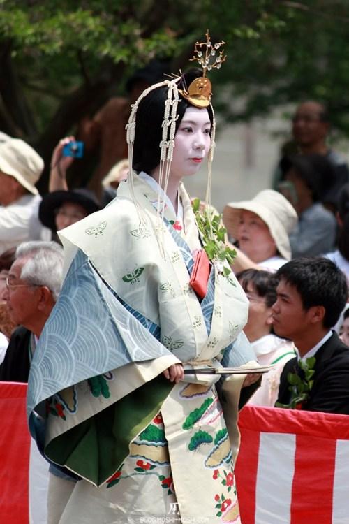kyoto-aoi-matsuri-palais-imperial-defile-femme-saioudai-servante-gros-plan
