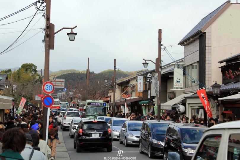Arashiyama-saison-momiji-trop-de-monde-bouchon-voiture-trotoire-foule-people-masse