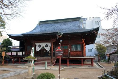 takayama-vieux-quartier-tot-le-matin-temple-hida-kokubunji-pavillon