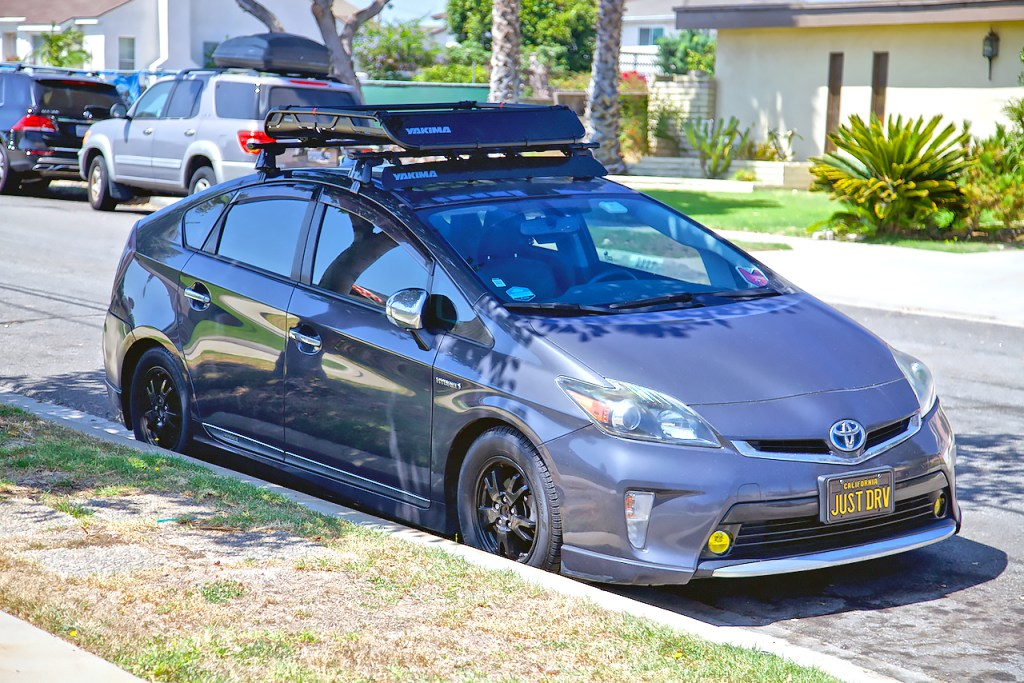 Yakima OffGrid rooftop basket on a 3rd gen Prius