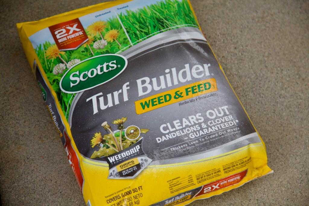 Scotts Turf Builder Weed & Feed.