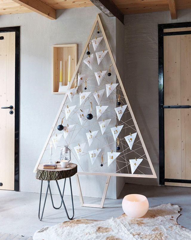 Un calendrier de l'avent à bricoler soi-même, en forme de sapin, pour donner une présence sculpturale à votre salon