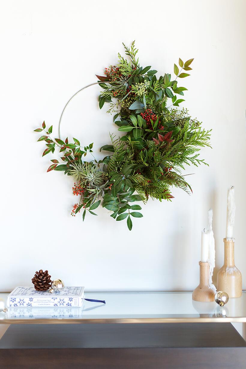 Retrouvez plein de tuto pour fabriquer une couronne de Noel végétale