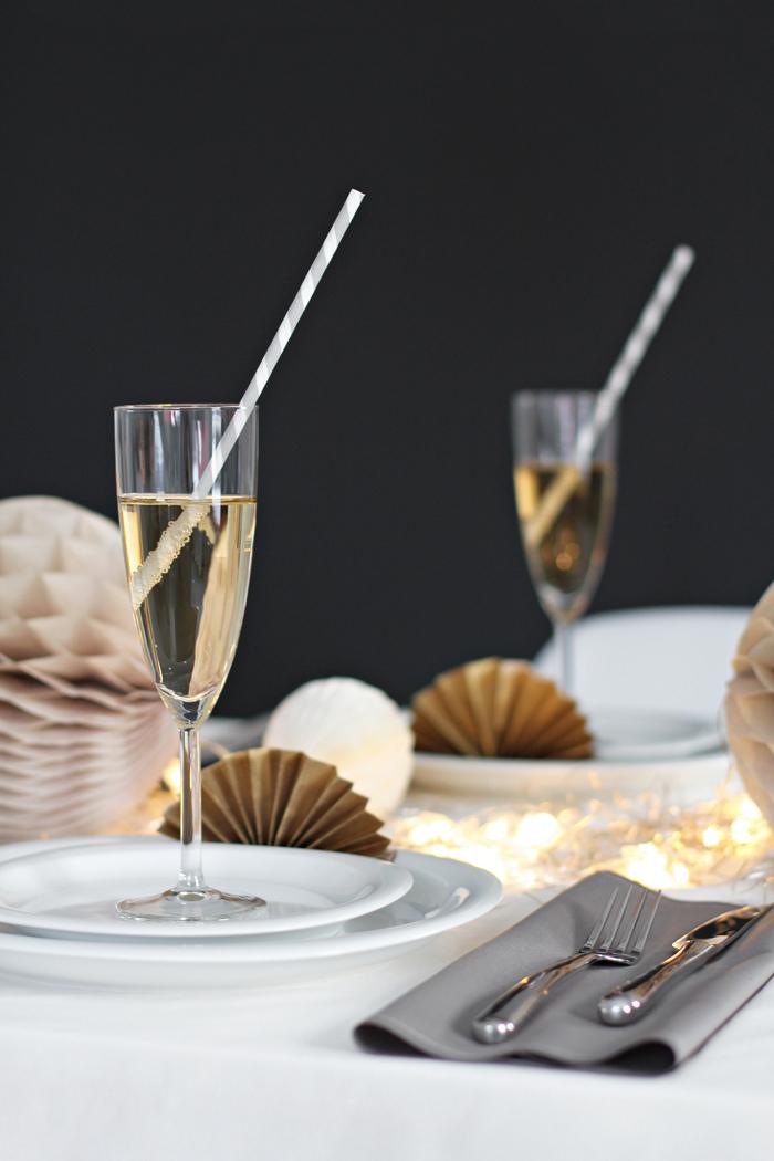 Une idée déco pour une table de Noël chic et féminine
