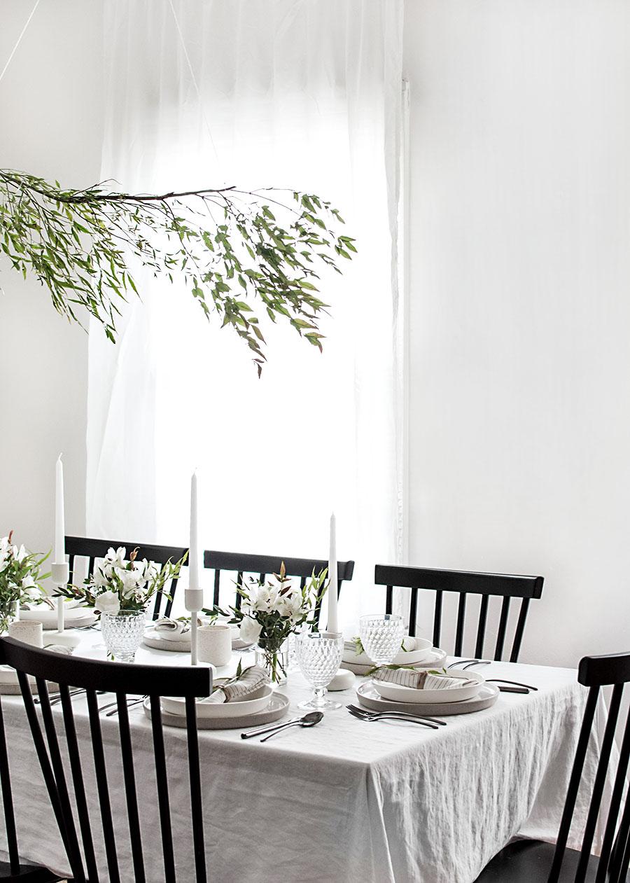 Une déco de table de Noel blanche, simple et naturelle