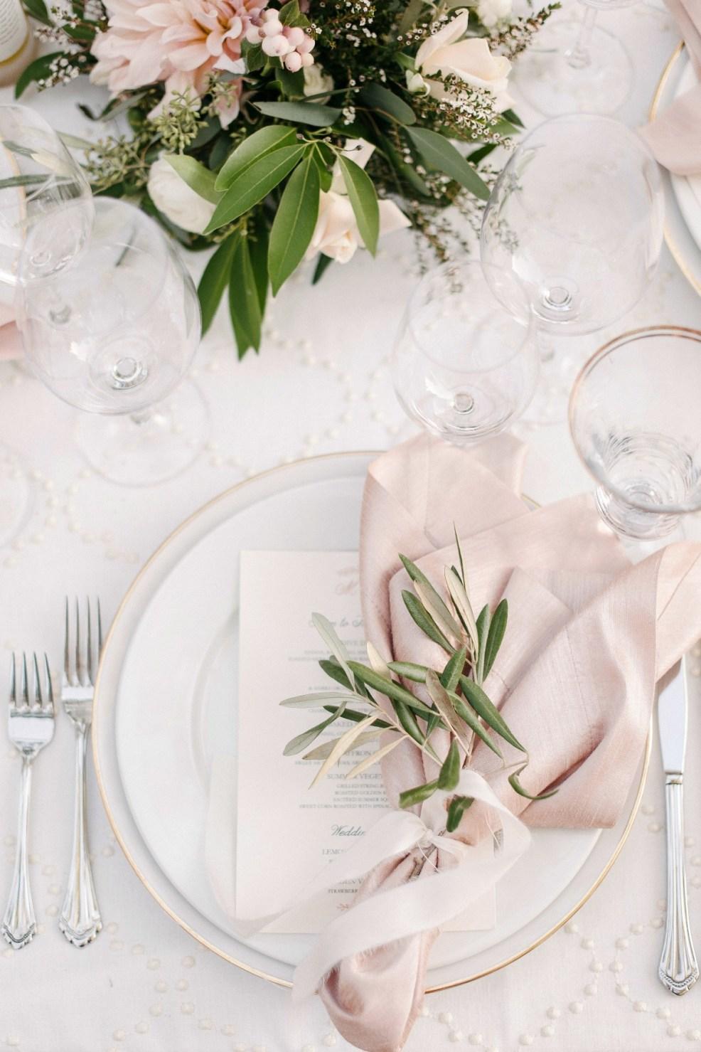 Une déco de table romantique et rose poudrée
