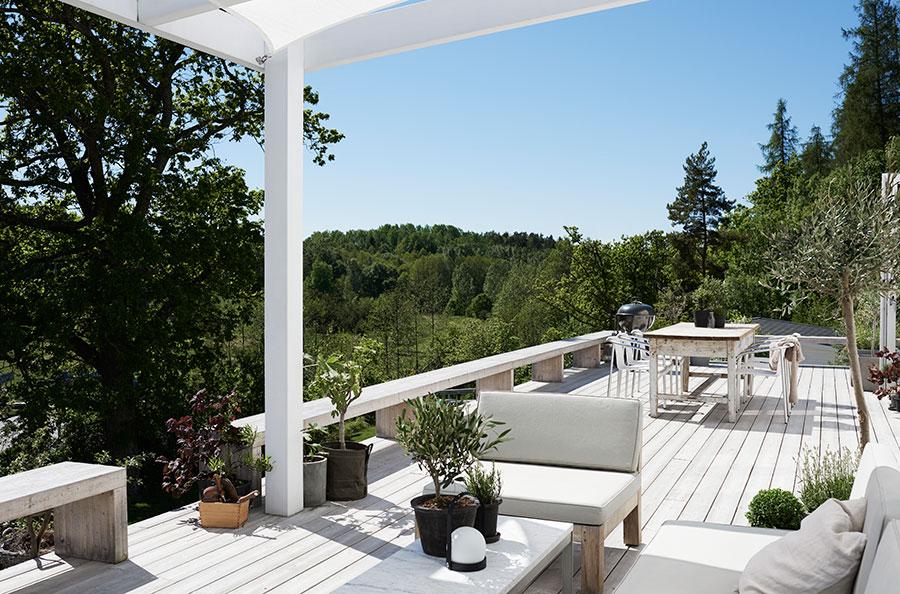 Une déco scandinave pour une terrasse au coeur de la nature