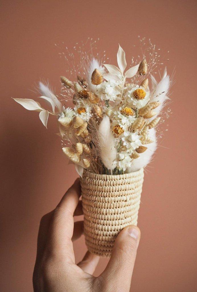 Un adorable mini bouquet de fleurs séchées