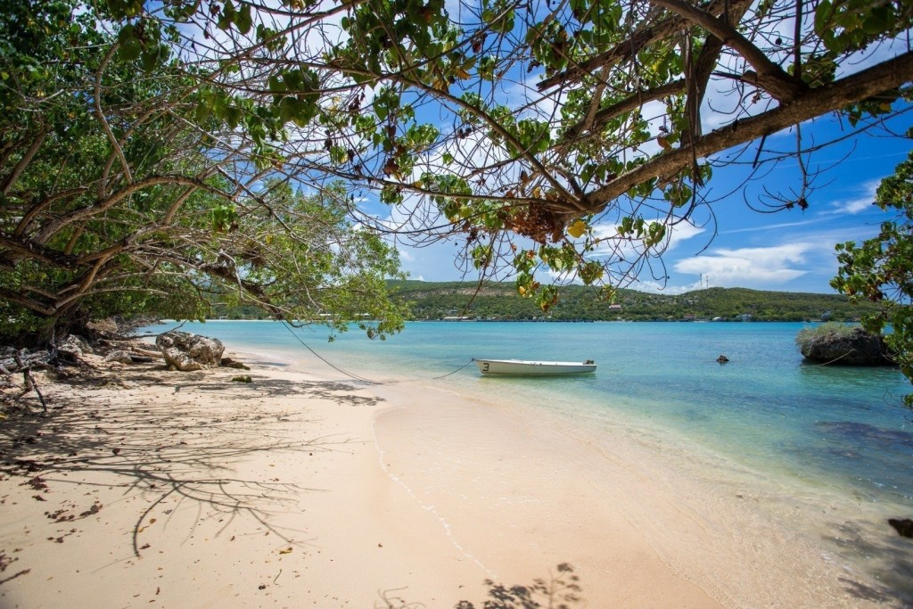 Beaches in Jamaica: Little Beach 2-3 minute walk from Mais Oui Villa, Discovery Bay. Photo Credit: B. Nejedley
