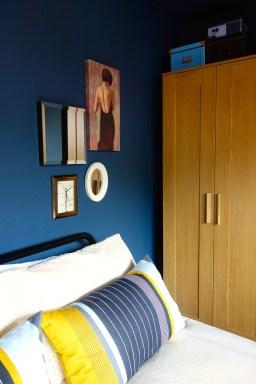 Oak Effect Wardrobe & Cushions