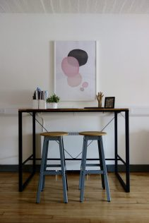 Hiba Standing Desk & Stools