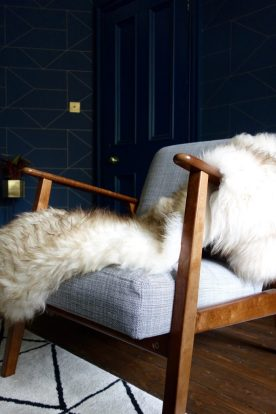 Ekenesat Chair