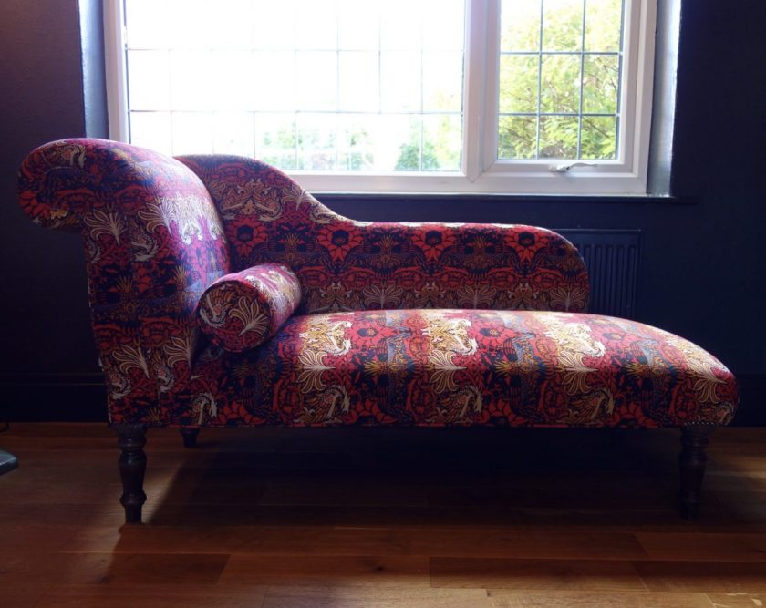 Upholstered chaise longue