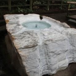 Natürliche Quelle der kühl-nassen Wunder