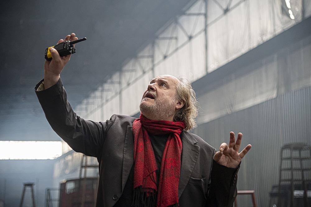 """Mann mit Hut Touren: Architekturführungen zum Theaterspektakel """"Die letzten Tage der Menschheit"""". Bild des Regisseus Paulus Manker. Foto © Sebastian Kreuzberger/slkphoto.at"""