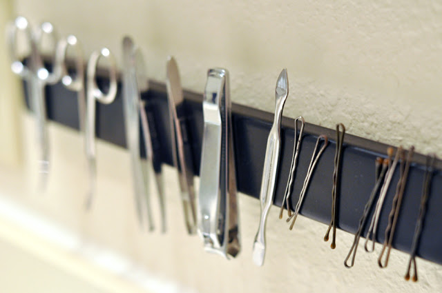 bathroom organisation tricks magnetic strip Handy Mano ManoMano Mano Mano Handymano