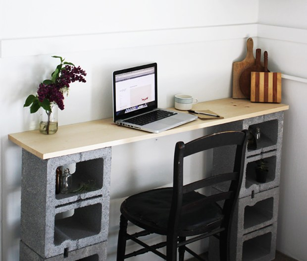 concrete blocks desk Handy Mano ManoMano Mano Mano Handymano