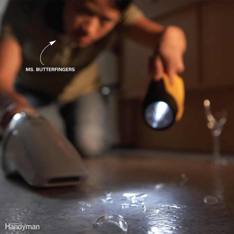 Manomano mano mano thehandymano the handy mano diy do it yourself cleaning tips expert advice hacks Quick and Easy House Cleaning Tips flashlight glass broken shards view