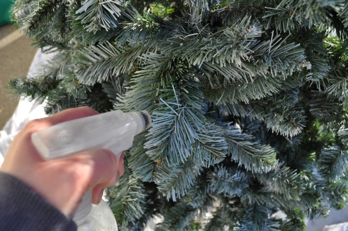 8 Christmas Tree Tips Everyone Should Know the handy mano manomano mano diy do it yourself christmas festive timesaving hacks hack tree decoration spray water fire protection