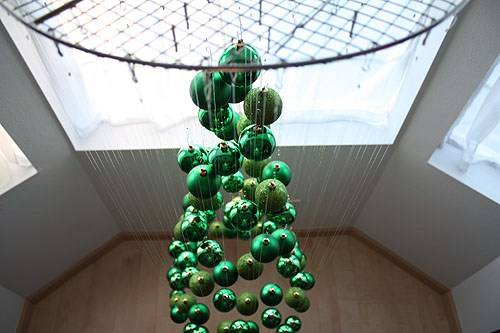 Alternative christmas trees alternative different tree the handy mano manomano mano diy do it yourself festive hanging invisible tree bauble fishermans wire cooking tray