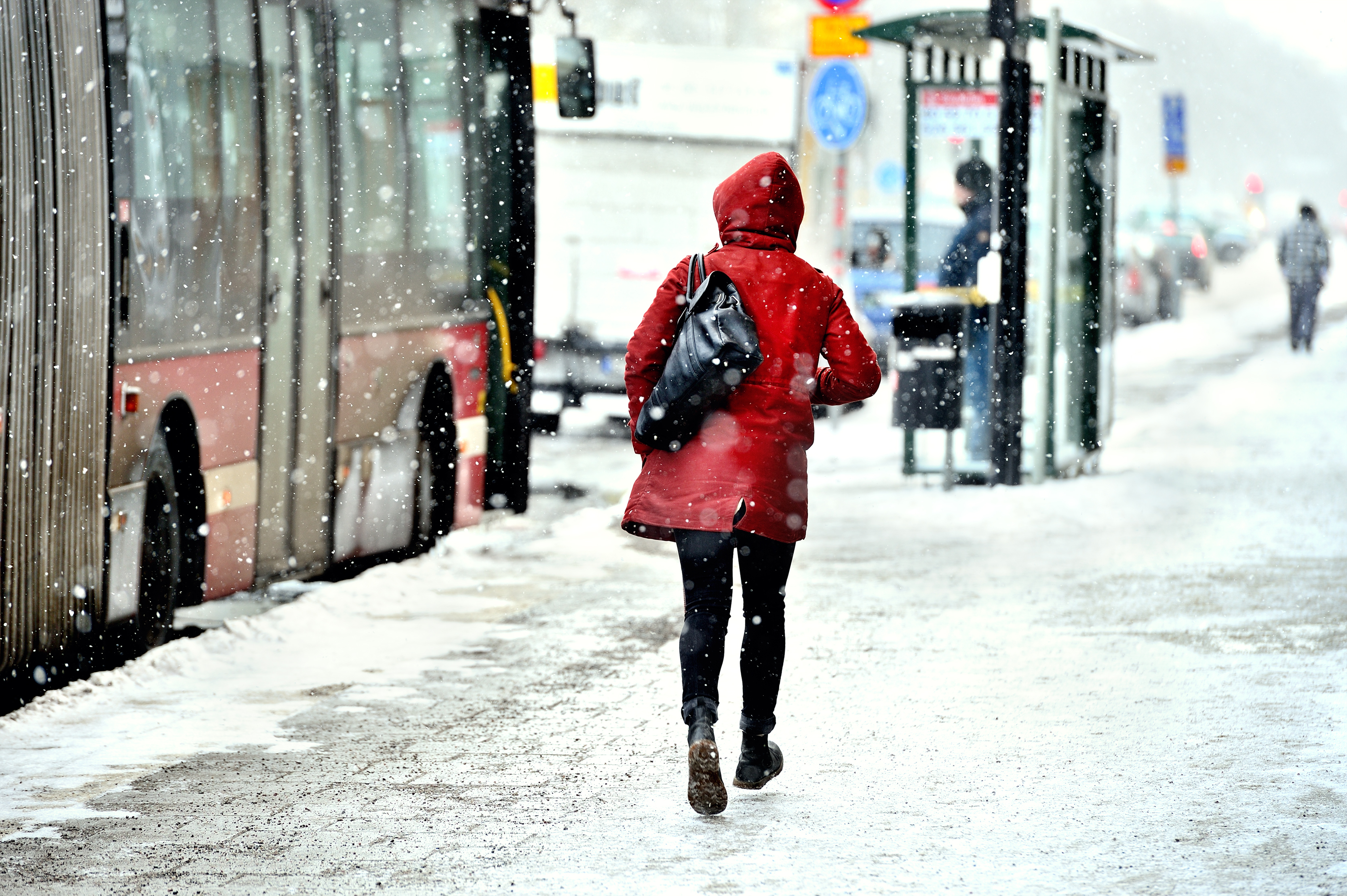 Surviving the Best from the East Getting Around in the Snow travel snowing amber warnings cold ice frost driving safely safe walking