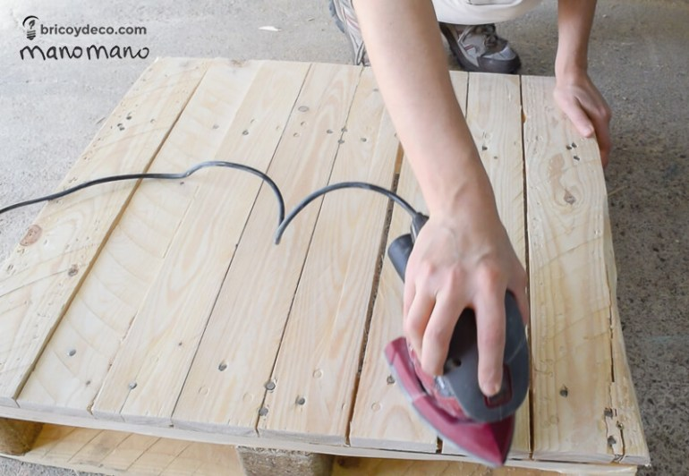 thehandymano mano mano pallet coffee table sanding