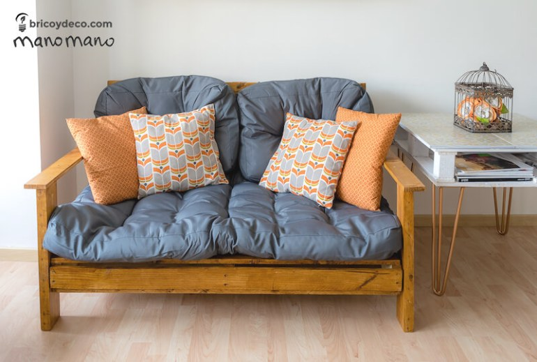 thehandymano mano DIY pallet sofa tutorial finished
