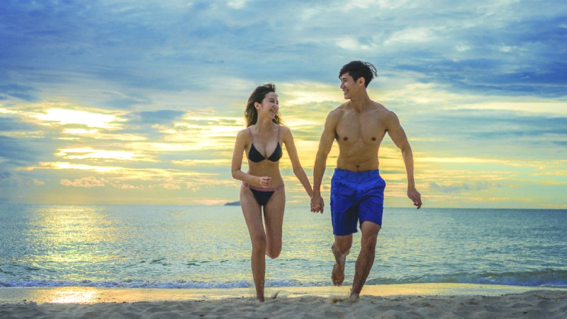 10-minute Abs? Nope, be realistic with... all day abs! - Fit Couple Running on Beach