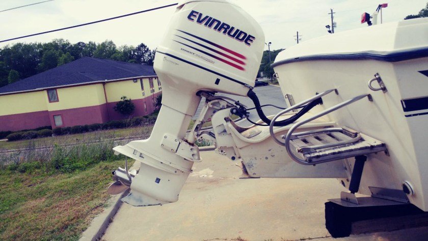 Grady_White_225HP_Evinrude_on_the_bracket