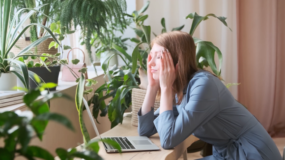 Stressed woman in front of her computer thinking about why Etsy shops close.