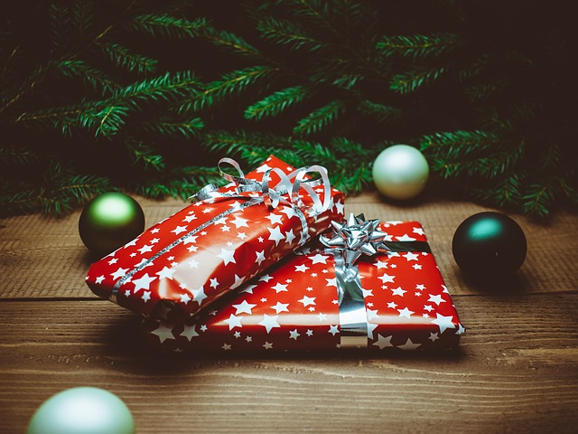 decorate for a little holiday cheer when selling a home during the holidays