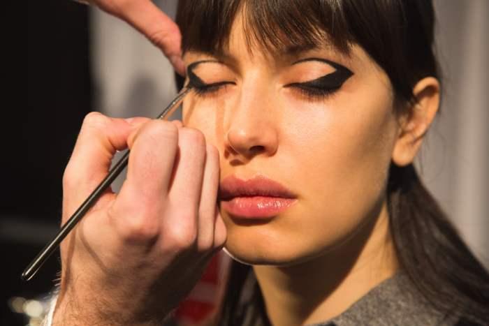 tren-makeup-2021-Graphic-Lines