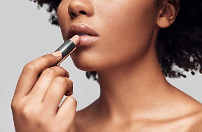Cara memilih lipstik nude untuk kulit sawo matang