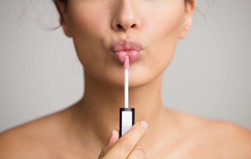 Rekomendasi Lipstik Sariayu untuk Bibir Hitam