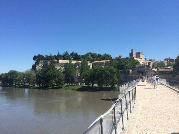 Sur le pont d'Avignon... Avignonin silta.