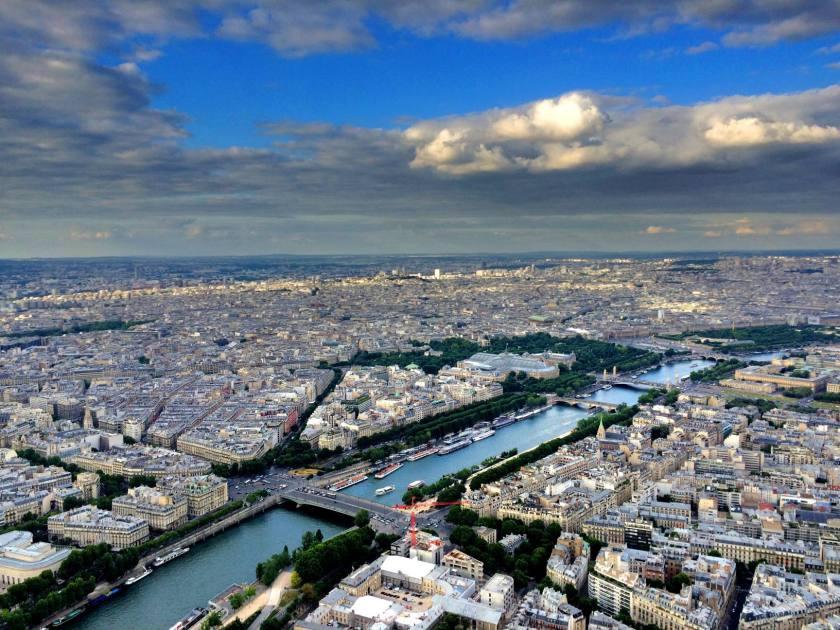 Suur-Pariisin koon hämmästelyä, valtavuutta ei voi kuvista välittääkään.
