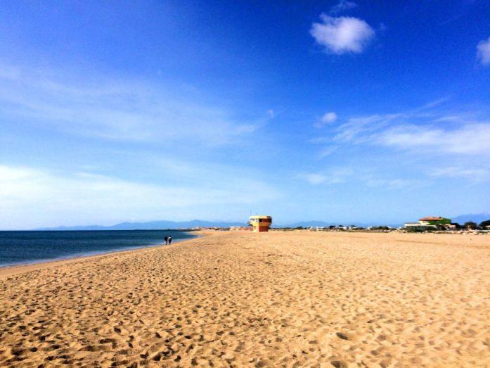 Leucaten rannalla oli vielä toukokuussa rauhallista, uimavalvojatkaan eivät vielä olleet kesätöissä.