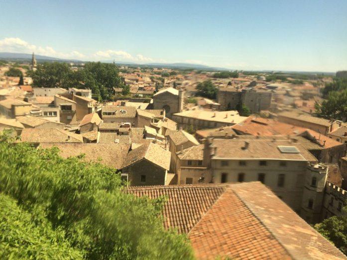Avignon paavien palatsista kuvattuna.