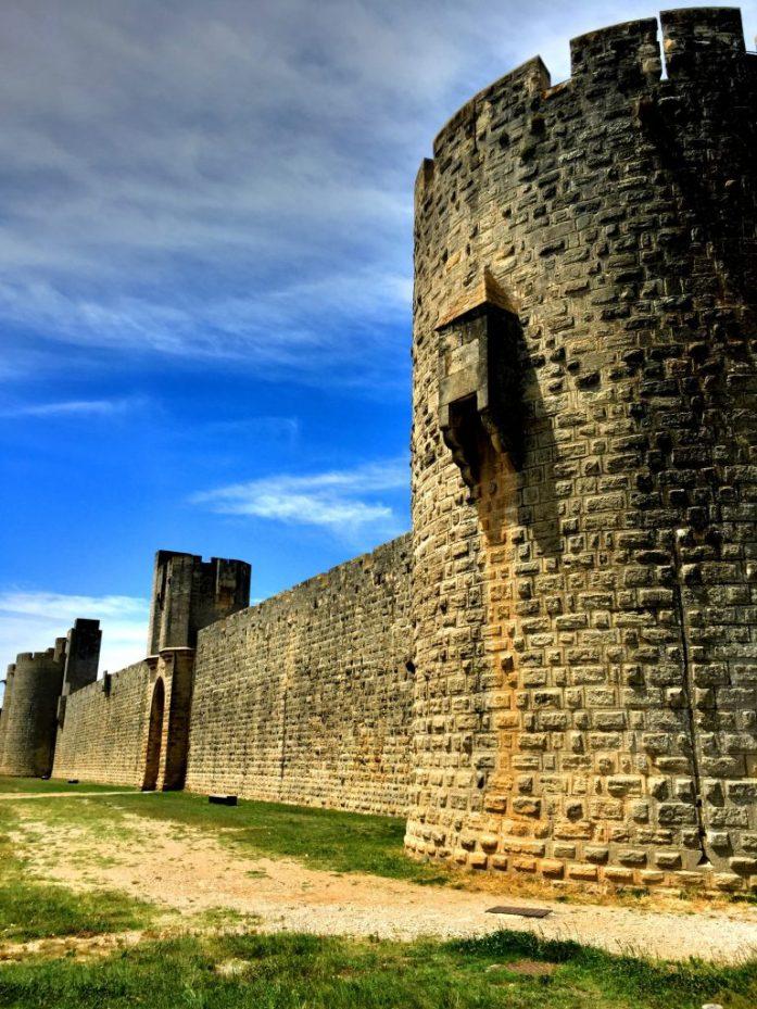 Aigues-Mortesin linnoitus ulkopuolelta.
