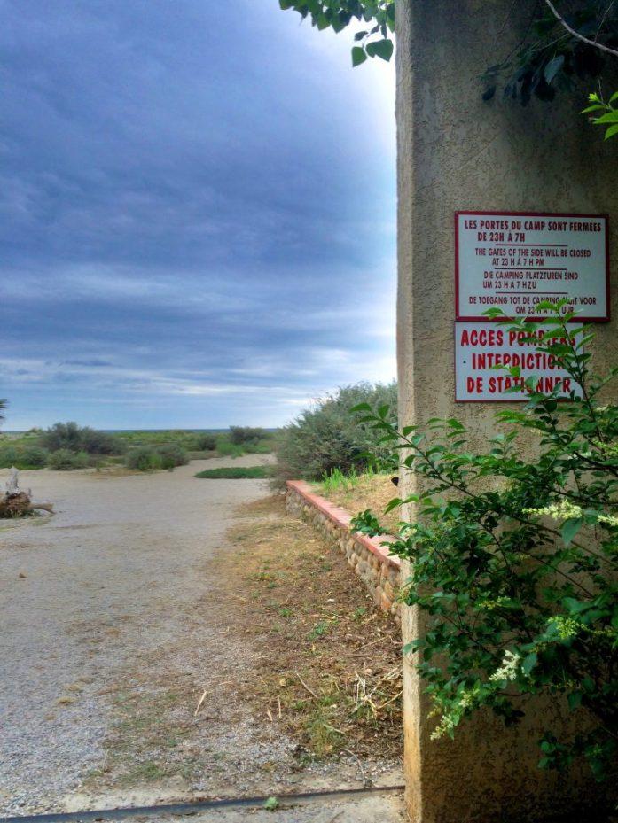 Sainte Marien kämppäriä ympäröi muuri, joka esti kutsumattomien vieraiden pääsyn rannalta.