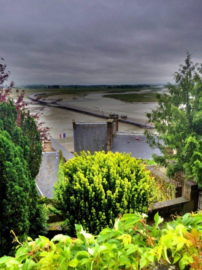 Silta, joka johtaa Mont Saint-Michelin luostarisaareen.