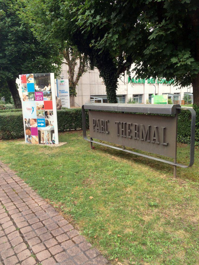 Parc Thermalissa saisi kauniin kesäpäivän kulumaan vaikka petankkia pelatessa.