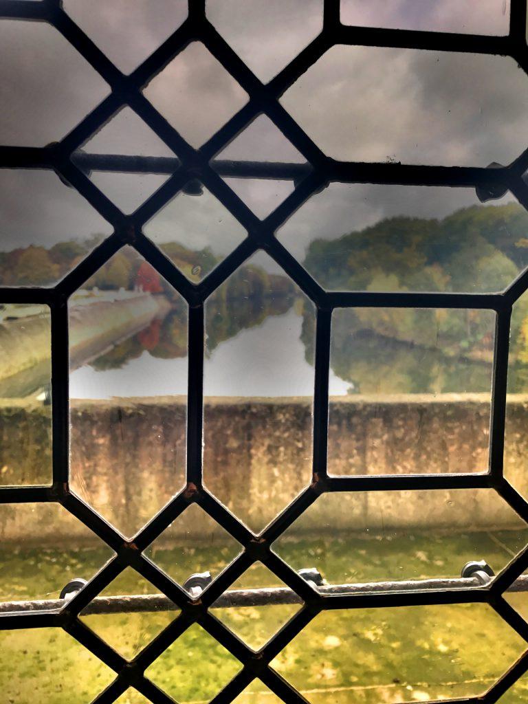 Ikkunanäkymä Cher-joelle.