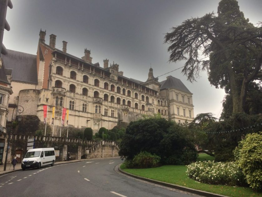 Bloisin linnassa mm. Jeanne d'Arc meni saamaan piispan siunauksen ennen sotaan lähtemistä.
