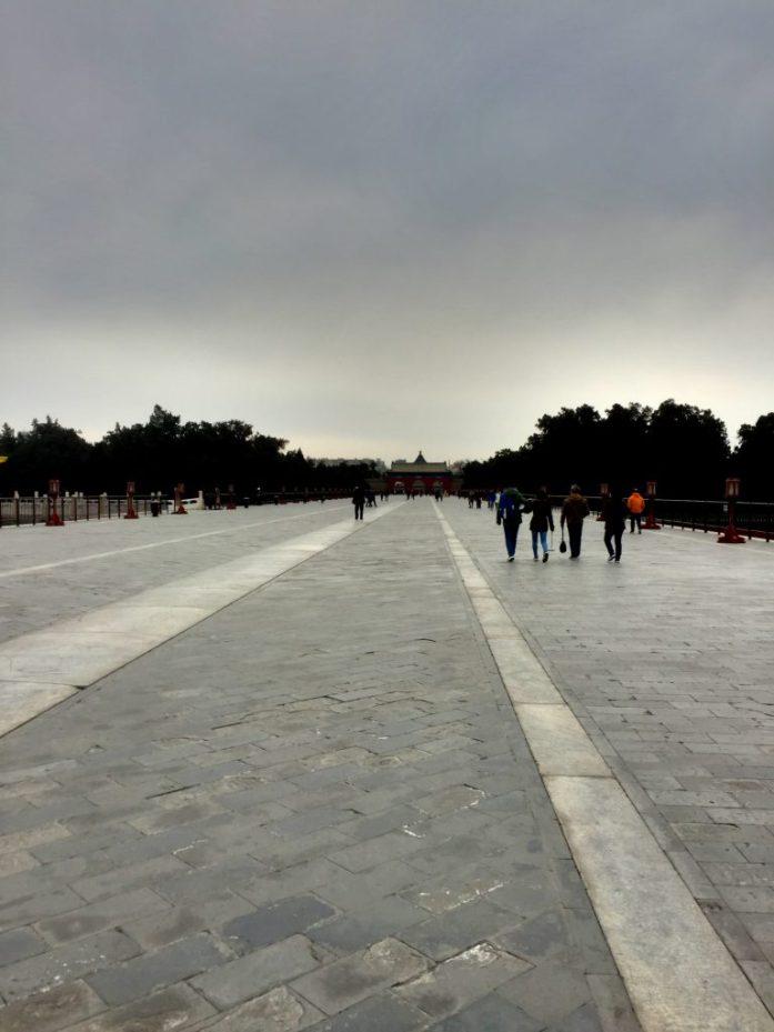 Toisin kuin esim. Kielletyssä kaupungissa, keskikaista ei tällä sillalla ollut keisarille, vaan taivaan pojalle. Keisari käytti vasenta puolta kulkiessaan.
