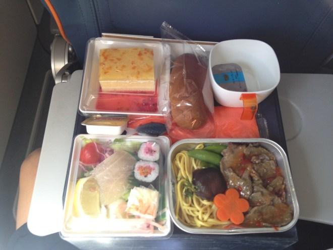 アエロフロートの機内食1、焼きそばは東南アジア風だった。
